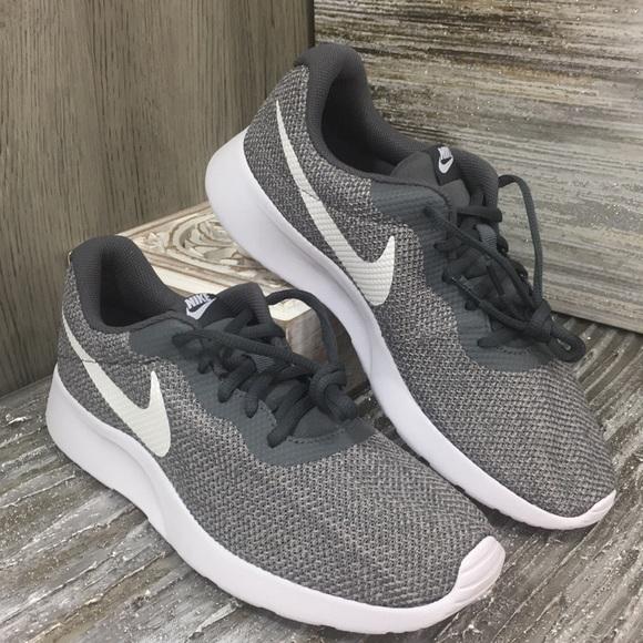 Nike Shoes   Wmns Nike Tanjun Se Dark